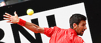 Il serbo Novak Djokovic in azione nel corso degli Internazionali d'Italia di tennis a Roma, 11 maggio 2016.<br /> Serbia's Novak Djokovic returns the ball to France's Stephane Robert at the Italian Open tennis tournament, in Rome, 11 May 2016.<br /> UPDATE IMAGES PRESS/Isabella Bonotto