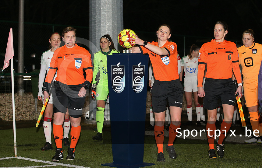 Assistant referee Ella De Vries, match referee Viki De Cremer and assistant referee Caroline Lanssens pictured at the start of a female soccer game between Oud Heverlee Leuven and RSC Anderlecht on the 12 th matchday of the 2020 - 2021 season of Belgian Womens Super League , sunday 31 st of January 2021  in Heverlee , Belgium . PHOTO SPORTPIX.BE | SPP | SEVIL OKTEM