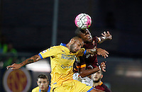 Calcio, Serie A: Frosinone vs Roma. Frosinone, stadio Comunale, 12 settembre 2015.<br /> Frosinone's Danilo Soddimo, left, and Roma's Seydou Keita jump for the ball during the Italian Serie A football match between Frosinone and Roma at Frosinone Comunale stadium, 12 September 2015.<br /> UPDATE IMAGES PRESS/Riccardo De Luca