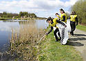 20/04/2010   Copyright  Pic : James Stewart.17_helix_litter  .::  HELIX PROJECT ::  KIDS FROM BRAES HIGH SCHOOL TAKE PART IN THE LITTER PICK AT THE FORTH & CLYDE CANAL BETWEEN LOCK 2 AND THE BLUE BRIDGE ::.