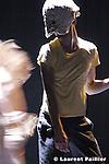 Au théâtre de l'étoile du Nord à Paris..Concept et chorégraphie : Kataline Patkaï..Assisté de Ugo Dehaes..Compagnie Patkaï....Avec : Kataline Patkaï et Mickaël Phelippeau..Musique : Roeland Luyten..Scénographie lumière : Pierre Jorge Gonzalez