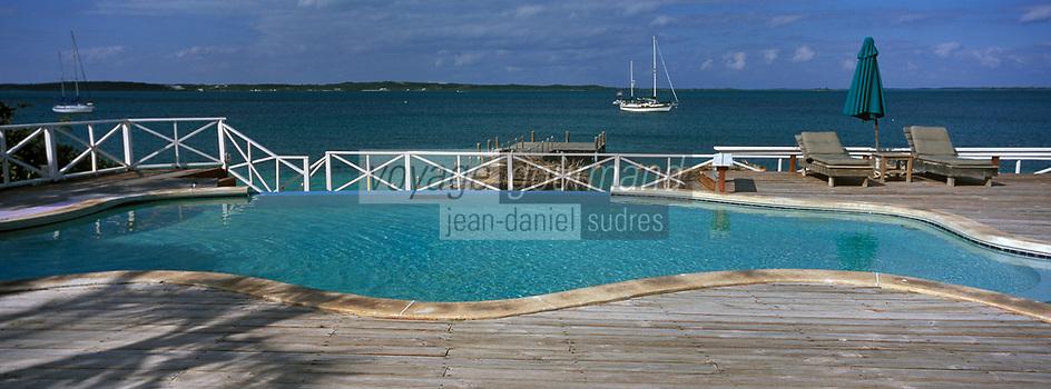 Iles Bahamas /Ile d'Eleuthera/Harbour Island: Piscine et ponton de l'Hotel Romora Bay - Vue sur l'océan Atlantique //  Bahamas Islands / Eleuthera Island / Harbor Island: Pool and Pier at Hotel Romora Bay - Atlantic Ocean View