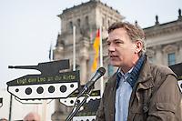 """Mit Panzerattrappen machte u.a. die Organisationen Pax Christi, die Kampagne """"Aufschrei"""" und die Deutsch Friedensgesellschaft (DFG-VK) am Mittwoch, den 26. Februar 2014 auf der Wiese vor dem Deutschen Bundestag auf den """"Skandal deutscher Ruestungsexporte"""" aufmerksam. """"Wir erinnern die Abgeordneten des Deutschen Bundestages an ihre Verantwortung für die toedlichen Folgen des Waffenhandels aus Deutschland"""" so die Veranstalter. Die Kundgebungsteilnehmer hielten  Schilder mit Panzerattrappen mit der Aufschrift """"Legt den Leo an die Kette!"""".<br />Im Bild: Jan van Aken, MdB Linkspartei.<br />26.2.2014, Berlin<br />Copyright: Christian-ditsch.de<br />[Inhaltsveraendernde Manipulation des Fotos nur nach ausdruecklicher Genehmigung des Fotografen. Vereinbarungen ueber Abtretung von Persoenlichkeitsrechten/Model Release der abgebildeten Person/Personen liegen nicht vor. NO MODEL RELEASE! Don't publish without copyright Christian-Ditsch.de, Veroeffentlichung nur mit Fotografennennung, sowie gegen Honorar, MwSt. und Beleg. Konto:, I N G - D i B a, IBAN DE58500105175400192269, BIC INGDDEFFXXX, Kontakt: post@christian-ditsch.de<br />Urhebervermerk wird gemaess Paragraph 13 UHG verlangt.]"""