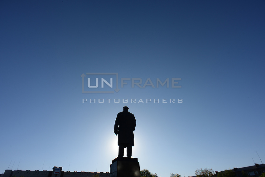 The statue of Lenin in front of the office of Security service of Ukraine in Slavyansk city.