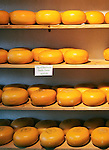 Netherlands, North Holland, Amsterdam: Gouda cheeses | Niederlande, Nordholland, Amsterdam: Gouda Kaese im Angebot