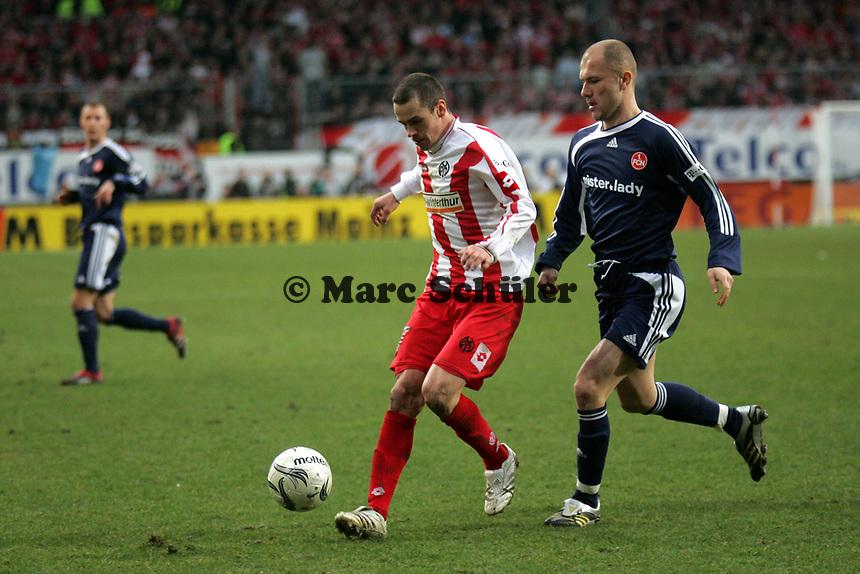 Zweikampf zwischen Markus Feulner (FSV Mainz 05) und Ivica Banovic (1. FC N¸rnberg)