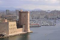 - Marsiglia, l'ingresso del Porto Vecchio e il forte St Jean....- Marseille, the entrance of the Old Port and the fort St Jean
