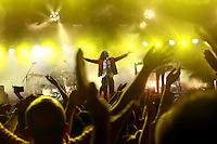 Cuernavaca, Morelos. 17 de Diciembres de 2015.-  Esta noche como parte de gira  'CT + Z'. Las bandas mexicanas Zoé y Café Tacvba se presentaron en la explanada del parque Beraka, ante más de 5 mil personas que disfrutaron el concierto por más de 2 horas y media de las ícono as bandas del rock mexicano. <br /> <br /> En la imagen el grupo Café Tacvba.<br /> <br /> <br /> Fotos: Noé Knapp