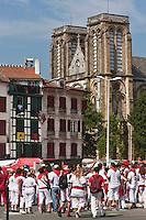 Europe/France/Aquitaine/64/Pyrénées-Atlantiques/Pays-Basque/Bayonne:Eglise Saint-André , place Paul Bert dans le Petit Bayonne lors des  Fêtes de Bayonne