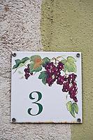 Europe/France/Rhône-Alpes/74/Haute-Savoie/Annecy: Détail plaque d'une maison  du  Quai Perrière, représentant une grappe de raisin