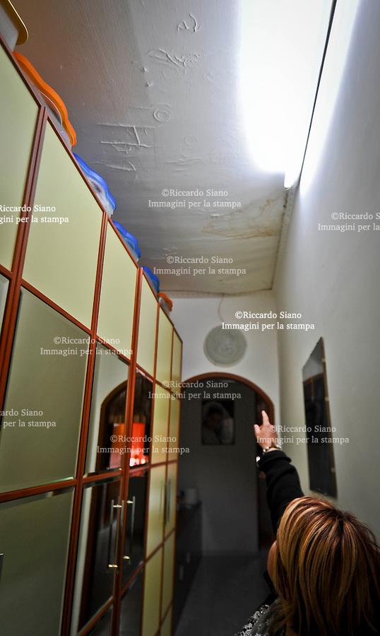 - NAPOLI 2 APR  2014 - Il Real Albergo dei Poveri o Palazzo Fuga  un rione sul terrazzo.
