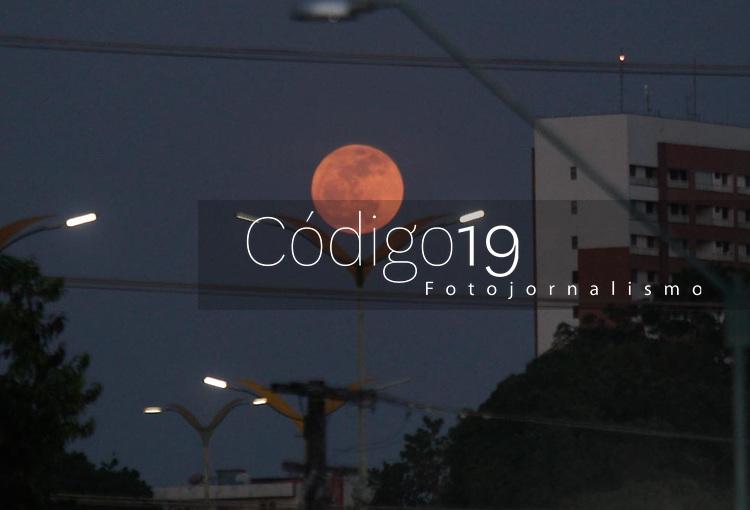 MANAUS, AM, 13.09.2019: LUA-MANAUS. Primeira Lua cheia em 20 anos, na noite desta sexta-feira (13).<br /> Foto: Sandro Pereira/Codigo19