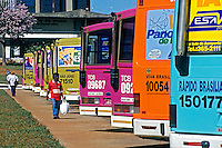 Terminal de onibus da estaçao rodoviaria de Brasilia. Distrito Federal. 2002. Foto de Juca Martins.