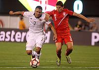 NEW JERSEY - UNITED STATES, 17-06-2016: Carlos Bacca (Izq) jugador de Colombia (COL) disputa el balón con Aldo Corzo (Der.) jugador de Peru (PER) durante partido por los cuartos de final entre Colombia (COL) y Peru (PER)  por la Copa América Centenario USA 2016 jugado en el estadio MetLife en East Rutherford, Nueva Jersey, USA.  / Carlos Bacca (R) player of Colombia (COL) fights the ball with Aldo Corzo (R) player of Peru (PER) during a match for the quarter of finals between Colombia (COL) and Peru (PER) for the Copa América Centenario USA 2016 played at MetLife stadium in East Rutherford, New Jersey, USA. Photo: VizzorImage/ Luis Alvarez /Cont.
