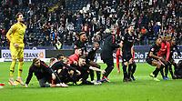 Spieler von Eintracht Frankfurt jubeln mit den Fans - 11.11.2018: Eintracht Frankfurt vs. FC Schalke 04, Commerzbank Arena, DISCLAIMER: DFL regulations prohibit any use of photographs as image sequences and/or quasi-video.