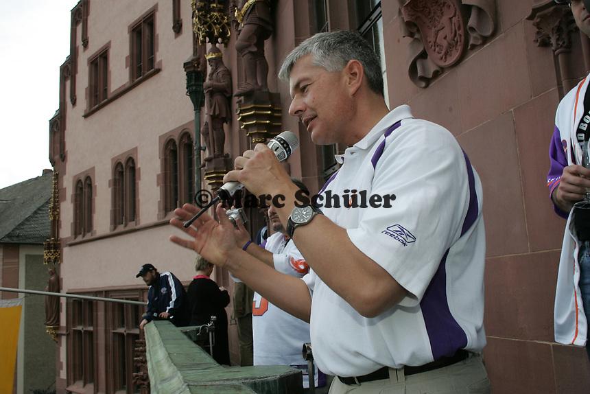 Frankfurt Galaxy General Manager Tilman Engel bei seiner Ansprache an die Fans