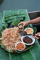 Thaïlande/Bangkok: Les bateaux préparent et apportent la cuisine pour la réception chez Mr sun antiquaire Import/Export - Détail salade de papaye