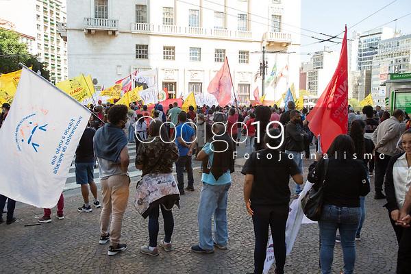 São Paulo (SP), 10/08/2021 - Protesto-SP - O movimento Frente SP pela Vida realizou uma manifestação pelas ruas da região central de São Paulo nesta terça-feira (10), eles pedem o adiamento da revisão do Plano Diretor do município.