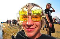 With Full Force Festival 2008 - 4.-6.7.2008  Flugplatz Roitzschjora b. Löbnitz - Das größte und breitgefächertste Metal- und Hardcorefestival in Ostdeutschland - drei Tage volle Dröhnung - über 60 Bands - Headliner in diesem Jahr u.a. Bullet for my Valentine , Machine Head , Ministry und In Flames - im Bild: Stefan (19) aus Kühlungsborn trägt sein Motto auf der Nase - Bier Bier und nochmals Bier. Im Hintergrund pilgern die Fans in Richtung Bühnen..Foto: Norman Rembarz.
