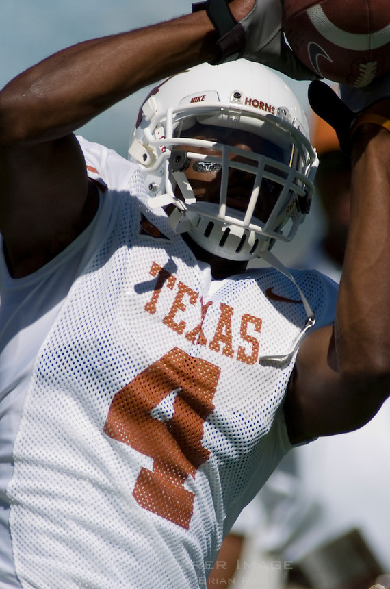 07 October 2006: Texas receiver Limas Sweed warms up before the Longhorns game against the University of Oklahoma Sooners at the Cotton Bowl in Dallas, TX.