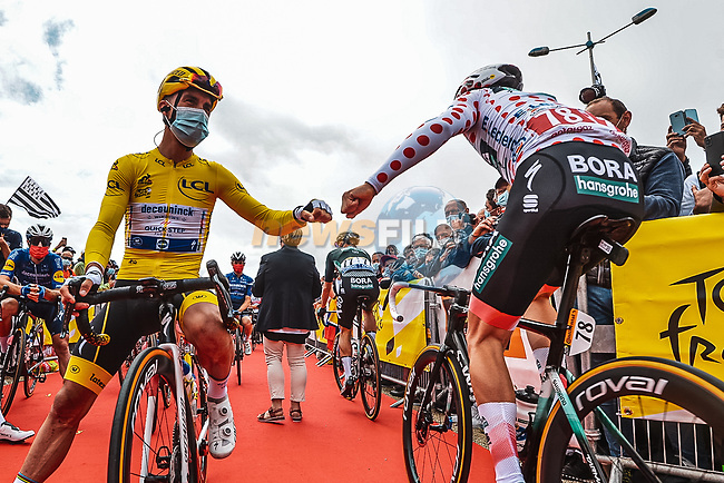 Yellow Jersey Julian Alaphilippe (FRA) Deceuninck-Quick Step greets Polka Dot Jersey Ide Schelling (NED) Bora-Hansgrohe at sign on before Stage 2 of the 2021 Tour de France, running 183.5km from Perros-Guirec to Mur-de-Bretagne Guerledan, France. 27th June 2021.  <br /> Picture: A.S.O./Charly Lopez | Cyclefile<br /> <br /> All photos usage must carry mandatory copyright credit (© Cyclefile | A.S.O./Charly Lopez)