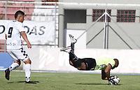 RIONEGRO - COLOMBIA, 11-04-2021: Carlos Bejarano arquero de Águilas en acción durante el partido por la fecha 18 entre Águilas Doradas Rionegro y Boyacá Chicó F.C. de la Liga BetPlay DIMAYOR I 2021 jugado en el estadio Alberto Grisales de la ciudad de Rionegro. / Carlos Bejarano goalkeeper of Aguilas in action during the Match for the date 18 between Aguilas Doradas Rionegro and Boyaca Chico F.C. of the BetPlay DIMAYOR League I 2021 played at Alberto Grisales stadium in Rionegro city. Photo: VizzorImage / Juan Agusto Cardona / Cont