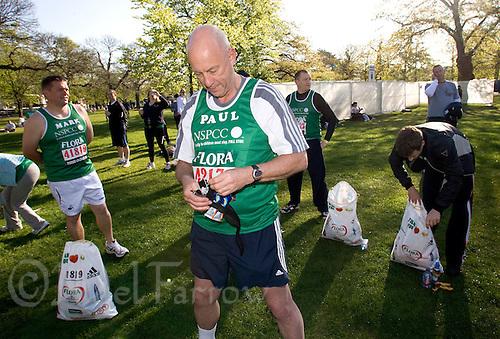 26 APR 2009 - LONDON,GBR - Paul Dudley - London Marathon. (PHOTO (C) NIGEL FARROW)