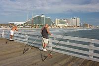 Fishermen cast their lines from the Daytona Beach Pier,Florida, USA, Atlantic Ocean Atlantic Ocean (do) (noMR)