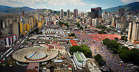 Venezuela: Caracas,30/09/12 . Overview of Av.Bolivar, in Caracas, with supporters of opposition candidate Henrique Capriles, during the closing rally in Caracas, in Av.Bolivar the Venezuelan capital of his campaign for the upcoming elections on October 7.Carlos Hernandez/Archivolatino