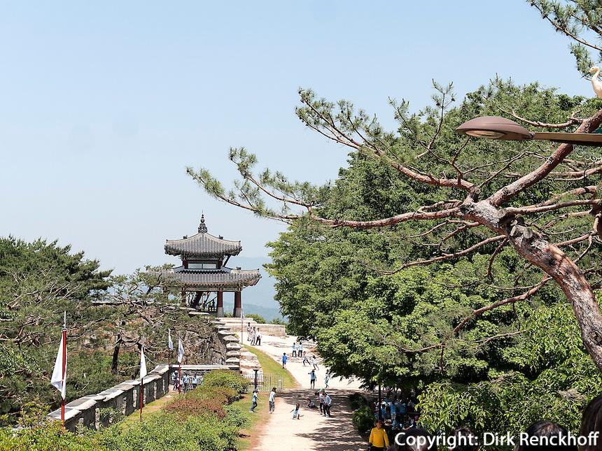 Pavillon Seojangdae Hwaesong Jangdae der Festung von Suwon, Provinz Gyeonggi-do, Südkorea, Asien, Unesco-Weltkulturerbe<br /> pavilion Seojangdae Hwaesong Jangdae inside fortress Hwaseong, Suwon, Province Gyeonggi-do, South Korea Asia, UNESCO World-heritage