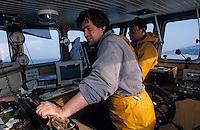 """Europe/France/Bretagne/29/Finistère/Le Guilvinec: Pêche à la langoustine sur le """"Gwenvidik"""" - Le capitaine au poste de pilotage (AUTORISATION N°215-216-217)"""