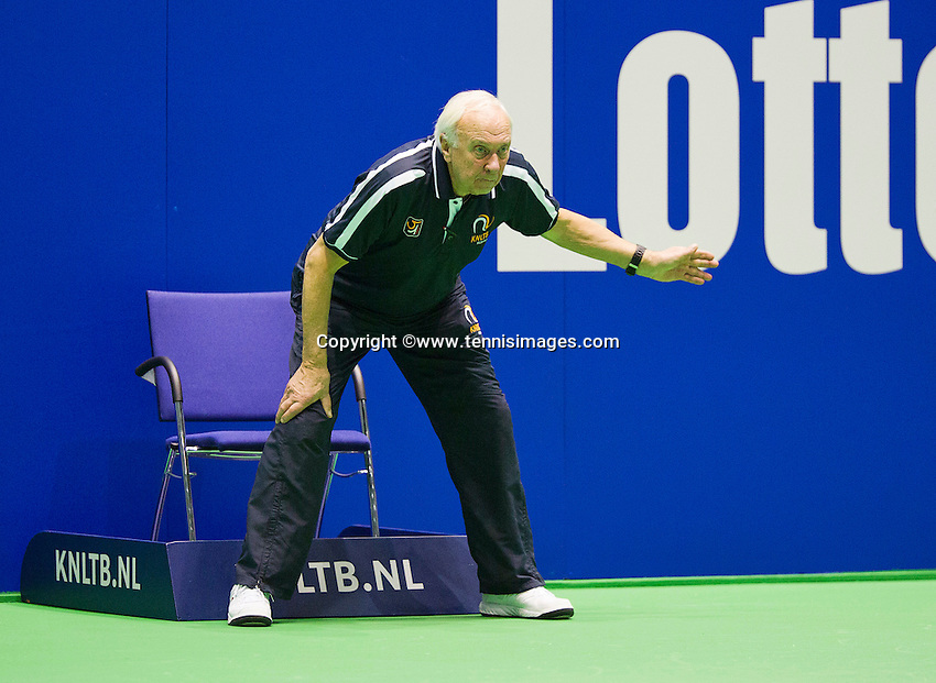 Rotterdam,Netherlands, December 15, 2015,  Topsport Centrum, Lotto NK Tennis, linesman<br /> Photo: Tennisimages/Henk Koster