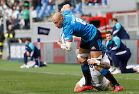 Rugby, Torneo delle Sei Nazioni: Italia vs Inghilterra. Roma, 14 febbraio 2016.<br /> Italy's Sergio Parisse in action during the Six Nations rugby union international match between Italy and England at Rome's Olympic stadium, 14 February 2016.<br /> UPDATE IMAGES PRESS/Riccardo De Luca