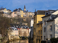 Blick über die Alzette in Grund auf die Altstadt, Luxemburg-City, Luxemburg, Europa, UNESCO-Weltkulturerbe<br /> Historc city and Alzette in Grund, Luxembourg City, Europe, UNESCO Heritage Site