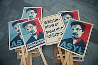 Mitglieder des Kampagnennetzwerk Campact versammelten sich am Donnerstag den 4. Juli 2013 in Berlin vor dem Kanzleramt zu einer Solidaritaetskundgebung fuer den US-Whistleblower Edward Snowden. Sie forderten, dass Snowden in Deutschland Asyl gewaehrt werden soll.<br />4.7.2013, Berlin<br />Copyright: Christian-Ditsch.de<br />[Inhaltsveraendernde Manipulation des Fotos nur nach ausdruecklicher Genehmigung des Fotografen. Vereinbarungen ueber Abtretung von Persoenlichkeitsrechten/Model Release der abgebildeten Person/Personen liegen nicht vor. NO MODEL RELEASE! Don't publish without copyright Christian-Ditsch.de, Veroeffentlichung nur mit Fotografennennung, sowie gegen Honorar, MwSt. und Beleg. Konto:, I N G - D i B a, IBAN DE58500105175400192269, BIC INGDDEFFXXX, Kontakt: post@christian-ditsch.de<br />Urhebervermerk wird gemaess Paragraph 13 UHG verlangt.]
