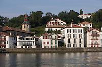 Europe/France/Aquitaine/64/Pyrénées-Atlantiques/Pays Basque/Ciboure: Le village et l'église de  Ciboure