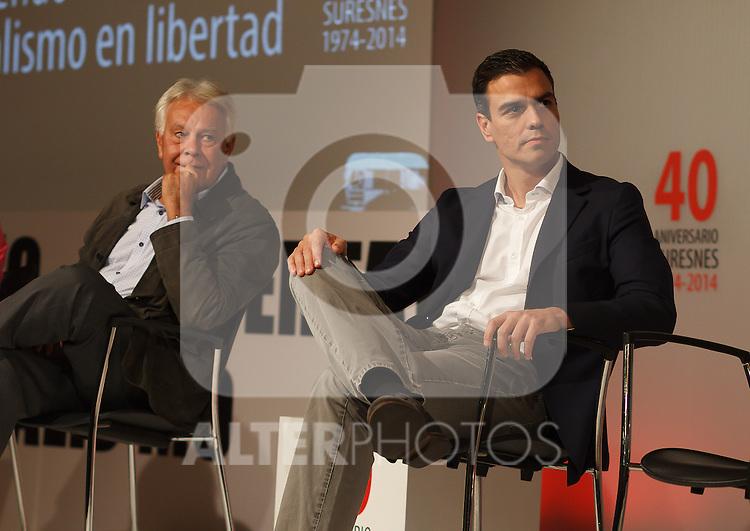 "Madrid,Spain - 16 10 2014- ""politics""-Former Spanish Socialist Leader Felipe Gonzalez(left) beside Spanish Socialist Leader Pedro Sanchez(right) during at the 40th anniversary ceremony of the Suresnes Congress (Foto: Guillermo Martinez /Bouza Press)"