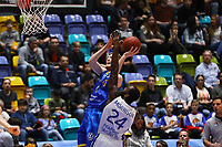 Geoffrey Groselle (Basketball Löwen Braunschweig) gegen Mike Morrison (Fraport Skyliners) - 12.03.2017: Fraport Skyliners vs. Basketball Löwen Braunschweig, Fraport Arena Frankfurt