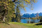 Germany, Bavaria, Upper Bavaria, Werdenfelser Land, Kruen: autumn scenery at lake Barmsee with Karwendel mountains | Deutschland, Bayern, Oberbayern, Werdenfelser Land, Kruen: Herbststimmung am Barmsee vorm Karwendelgebirge