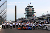 #9: Scott Dixon, Chip Ganassi Racing Honda celebrates winning the NTT P1 Award and pole position while the Honda engineering staff jumps for joy
