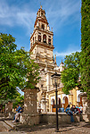 Spanien, Andalusien, Córdoba: Mezquita, Hof, Patio de Naranjos, Glockenturm, Torre del Alminar, der an Stelle des urspuenglichen Minaretts errichtet wurde, Orangenbaeume | Spain, Andalusia, Córdoba: Mezquita, yard, Patio de Naranjos, bell tower, Torre del Alminar, orange trees