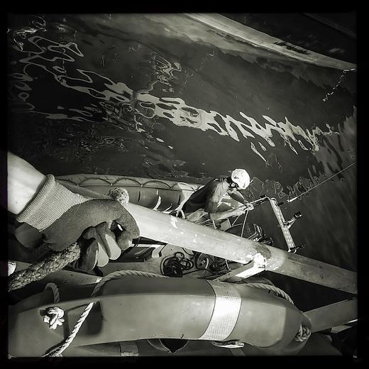 Sea Watch-2.<br /> Vorbereitung der Crew der Sea Watch-2 auf die 13. SAR-Mission vor der libyschen Kueste.<br /> 16.10.2016, Valetta/Malta<br /> Copyright: Christian-Ditsch.de<br /> [Inhaltsveraendernde Manipulation des Fotos nur nach ausdruecklicher Genehmigung des Fotografen. Vereinbarungen ueber Abtretung von Persoenlichkeitsrechten/Model Release der abgebildeten Person/Personen liegen nicht vor. NO MODEL RELEASE! Nur fuer Redaktionelle Zwecke. Don't publish without copyright Christian-Ditsch.de, Veroeffentlichung nur mit Fotografennennung, sowie gegen Honorar, MwSt. und Beleg. Konto: I N G - D i B a, IBAN DE58500105175400192269, BIC INGDDEFFXXX, Kontakt: post@christian-ditsch.de<br /> Bei der Bearbeitung der Dateiinformationen darf die Urheberkennzeichnung in den EXIF- und  IPTC-Daten nicht entfernt werden, diese sind in digitalen Medien nach §95c UrhG rechtlich geschuetzt. Der Urhebervermerk wird gemaess §13 UrhG verlangt.]