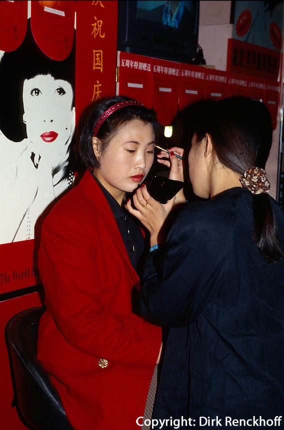China, Peking, auf der WangFuJing, Kaufhaus, Kosmetikabteilung