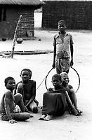 Mozambico, Africa, bambini in un villaggio di Cabo Delgado