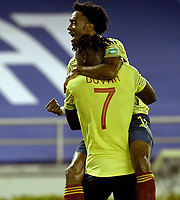 BARRANQUILLA – COLOMBIA, 09 –10-2020: Duvan Zapata de Colombia (COL) celebra con Juan Guillermo Cuadrado el primer gol anotado a Venezuela (VEN), durante partido entre los seleccionados de Colombia (COL) y Venezuela (VEN), de la fecha 1 por la clasificatoria a la Copa Mundo FIFA Catar 2022, jugado en el estadio Metropolitano Roberto Melendez en Barranquilla. / Duvan Zapata of Colombia (COL) celebrates with Juan Guillermo Cuadrado the first scored goal to Venezuela (VEN), during match between the teams of Colombia (COL) and Venezuela (VEN), of the 1st date for the FIFA World Cup Qatar 2022 Qualifier,  played at Metropolitan stadium Roberto Melendez in Barranquilla. / Photo: VizzorImage / Julian Medina FCF  / Cont.