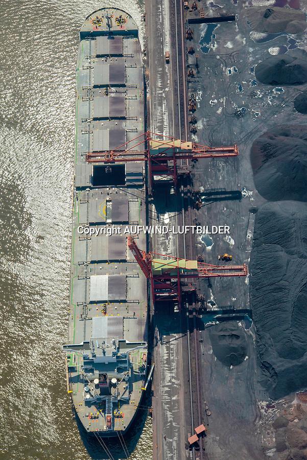 Schüttgut Schiff im Hamburger Hafen: EUROPA, DEUTSCHLAND, HAMBURG, (EUROPE, GERMANY), 09.06.2013 Schüttgut Schiff im Hamburger Hafen