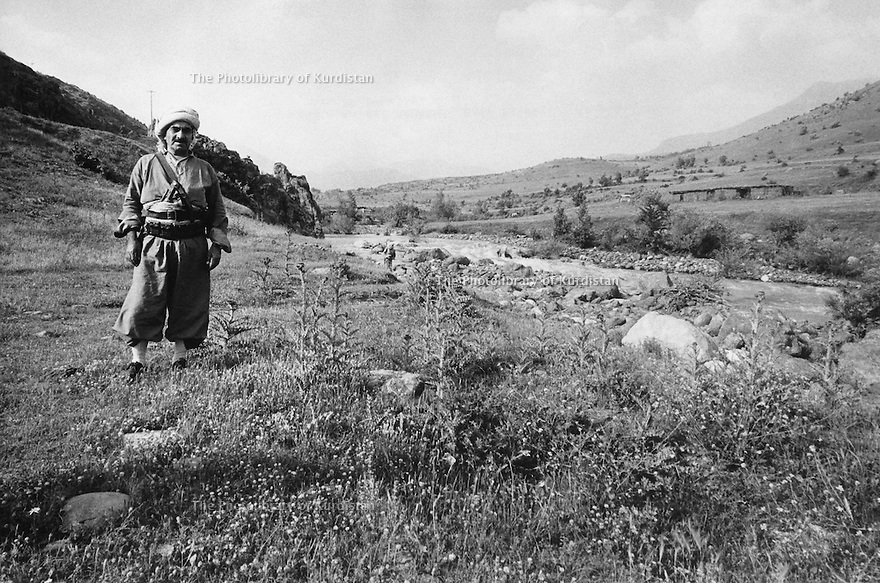 Iraq 1974 <br /> The resumption of hostilities,general Mustafa Barzani in the mountains near his headquarters  <br /> Irak 1974 <br /> La reprise de la lutte armée, le general Mustafa Barzani dans les montagnes du Kurdistan pres de son quartier general