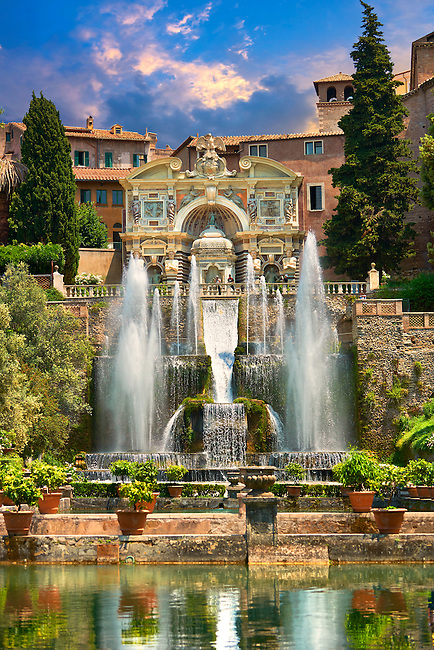 The water jets of the Organ fountain, 1566, housing organ pipies driven by air from the fountains. Villa d'Este, Tivoli, Italy - Unesco World Heritage Site.