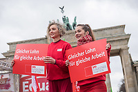 """Kundgebung des Deutschen Gewerkschaftsbund (DGB), des Sozialverbands Deutschland (SovD) und Deutscher Frauenrats am Montag den 18. Maerz 2019 in Berlin zum """"Equal PayDay"""".<br /> Der Equal PayDay (EPD), der internationale Aktionstag fuer Lohngleichheit zwischen Frauen und Maennern, macht auf die bestehende Ungerechtigkeit in der Bezahlung von Frauen gegenueber Maennern aufmerksam und wird in zahlreichen Laendern an unterschiedlichen Tagen begangen. In Deutschland markiert der Aktionstag symbolisch die Lohnluecke zwischen Frauen und Maennern. Die durchschnittliche Lohndifferenz von 21Prozent entspricht einem Zeitraum von 77 Kalendertagen im Jahr.<br /> An der Kundgebung des DGB nahmen etliche Politikerinnen und Politiker teil.<br /> 18.3.2019, Berlin<br /> Copyright: Christian-Ditsch.de<br /> [Inhaltsveraendernde Manipulation des Fotos nur nach ausdruecklicher Genehmigung des Fotografen. Vereinbarungen ueber Abtretung von Persoenlichkeitsrechten/Model Release der abgebildeten Person/Personen liegen nicht vor. NO MODEL RELEASE! Nur fuer Redaktionelle Zwecke. Don't publish without copyright Christian-Ditsch.de, Veroeffentlichung nur mit Fotografennennung, sowie gegen Honorar, MwSt. und Beleg. Konto: I N G - D i B a, IBAN DE58500105175400192269, BIC INGDDEFFXXX, Kontakt: post@christian-ditsch.de<br /> Bei der Bearbeitung der Dateiinformationen darf die Urheberkennzeichnung in den EXIF- und  IPTC-Daten nicht entfernt werden, diese sind in digitalen Medien nach §95c UrhG rechtlich geschuetzt. Der Urhebervermerk wird gemaess §13 UrhG verlangt.]"""