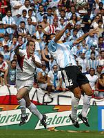 Carlos Bocanegra, left, Nicol‡s Burdisso, right, Argentina vs. USA, Miami, Fla.